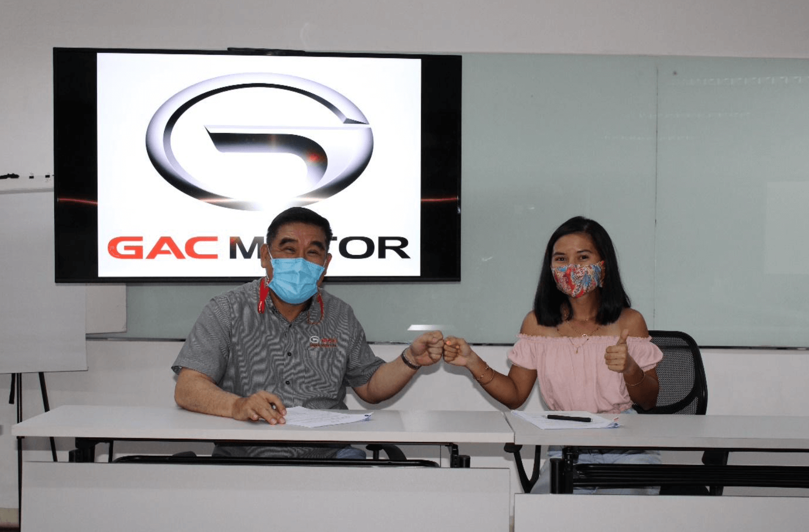 Legado Motors Inc. President and CEO Wilbert Lim and Ariana Dormitorio together signed the partnership contract at GAC Motor Metrowalk Showroom.